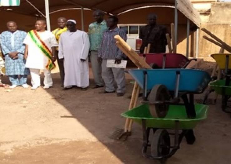 Dotation des 10 écoles en kits d'hygiène et d'assainissement dans les 05 communes